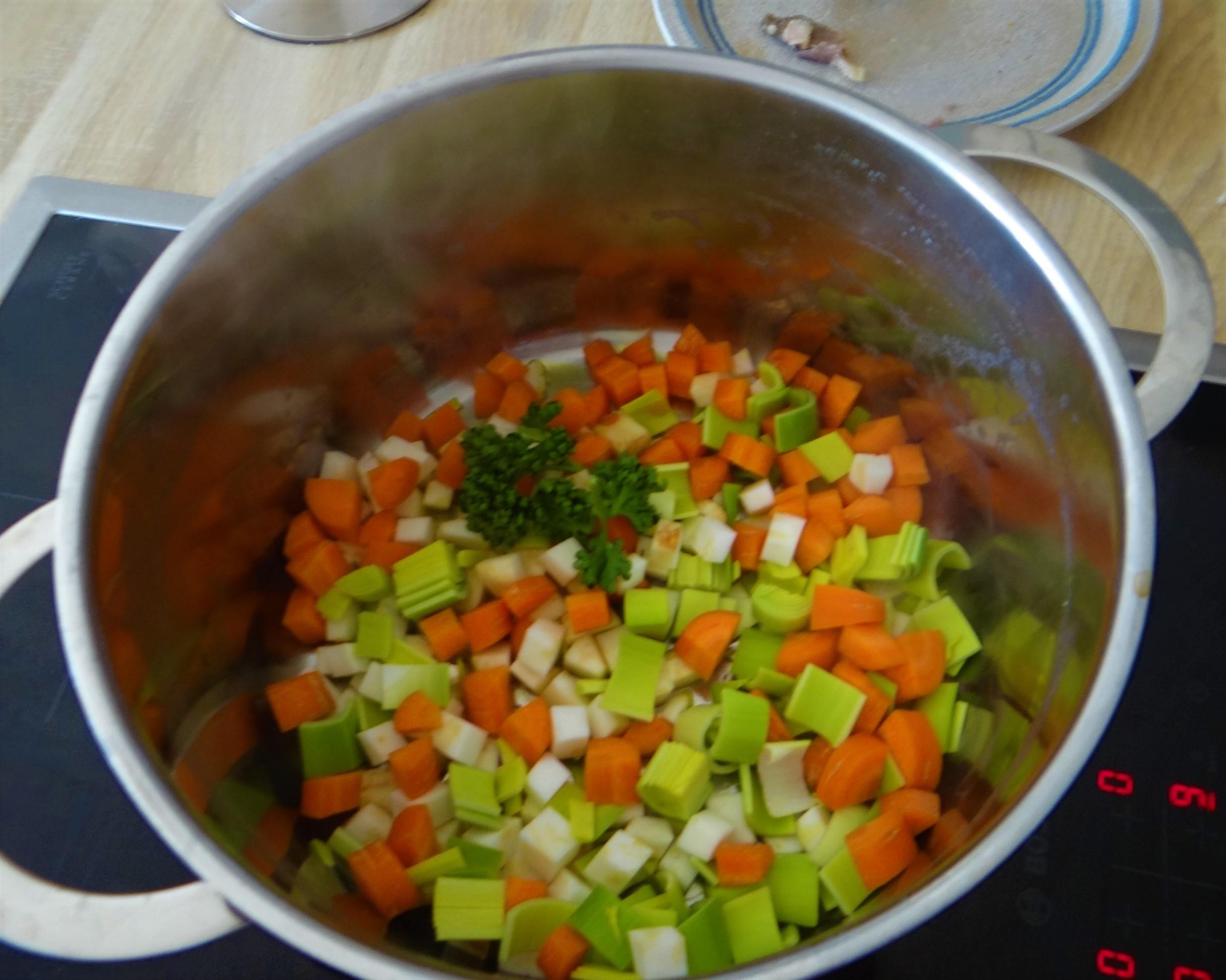 Gemüsesuppe mit roten Linsen (6)