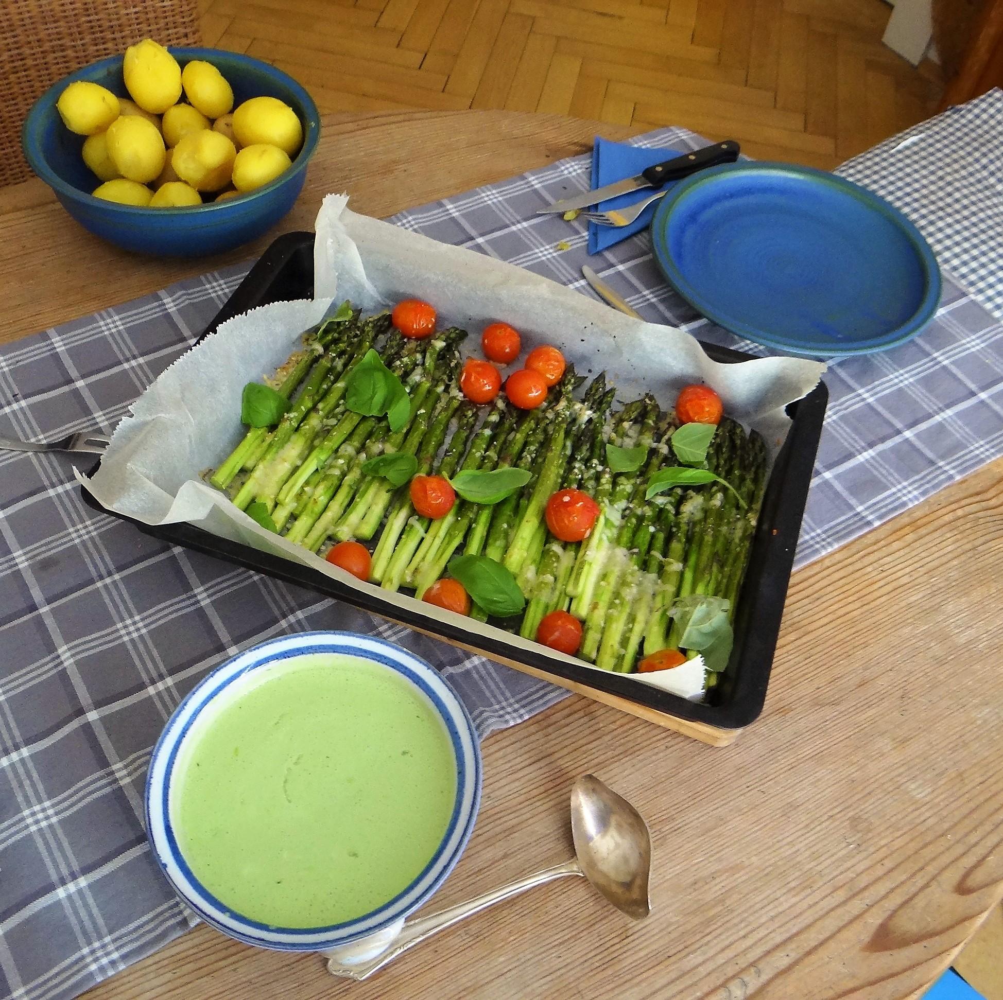 Grüner Spargel,Quarksößchen,Pellkartoffeln (12)