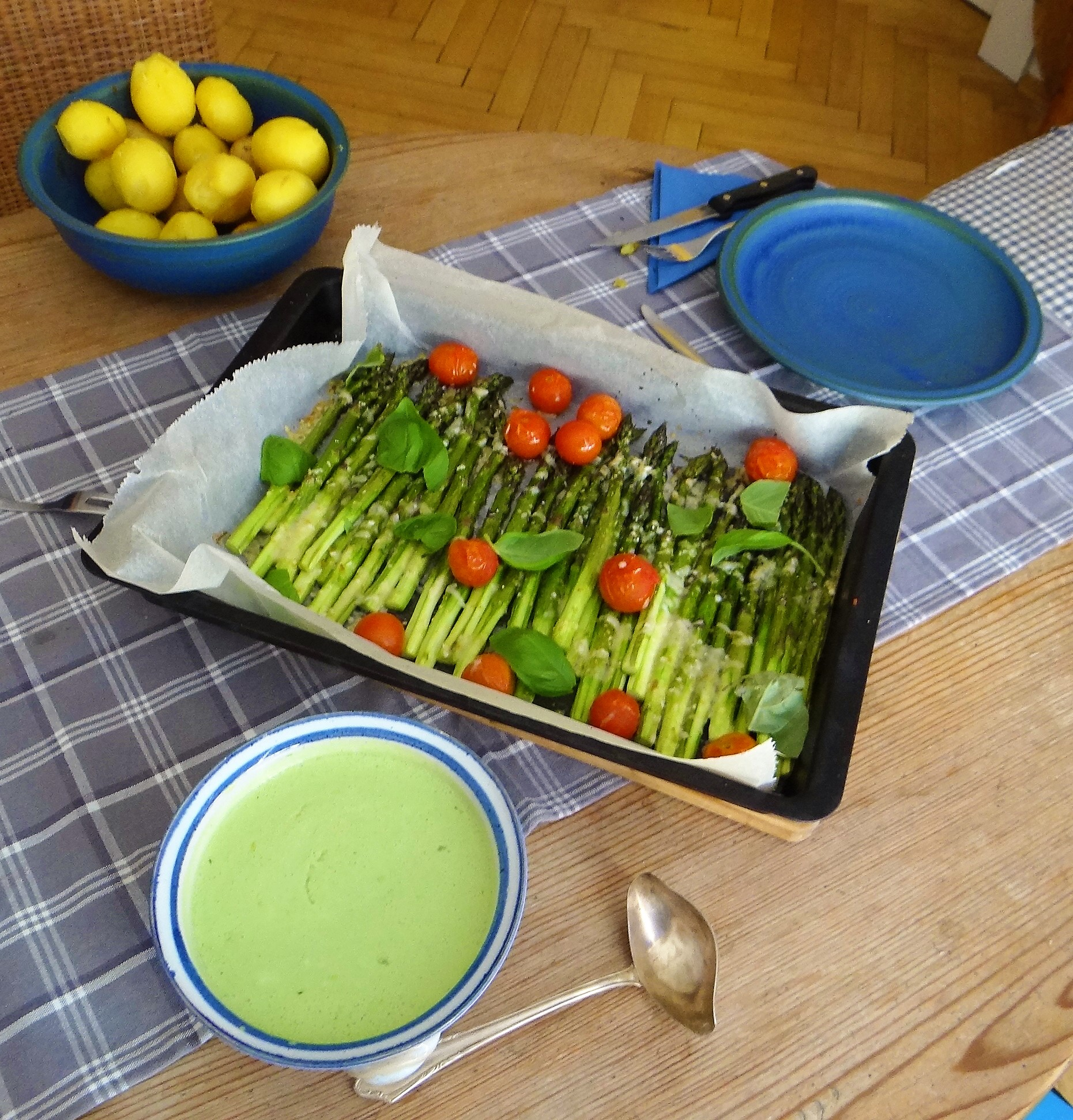 Grüner Spargel,Quarksößchen,Pellkartoffeln (4)