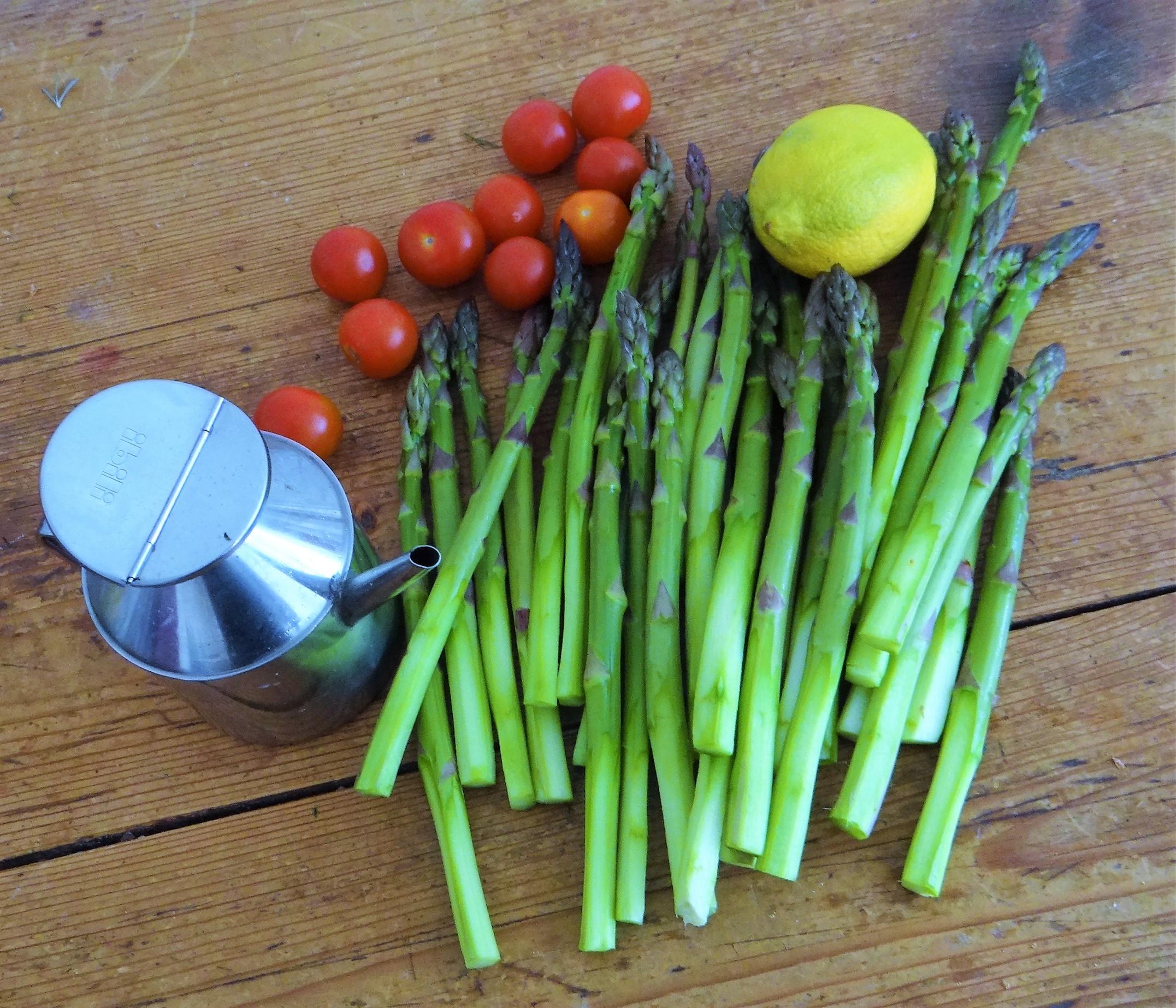 Grüner Spargel,Quarksößchen,Pellkartoffeln (7)