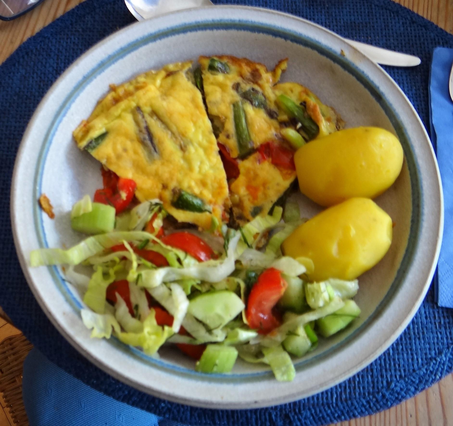 Spargel Omlett,gemischter Salat (1)