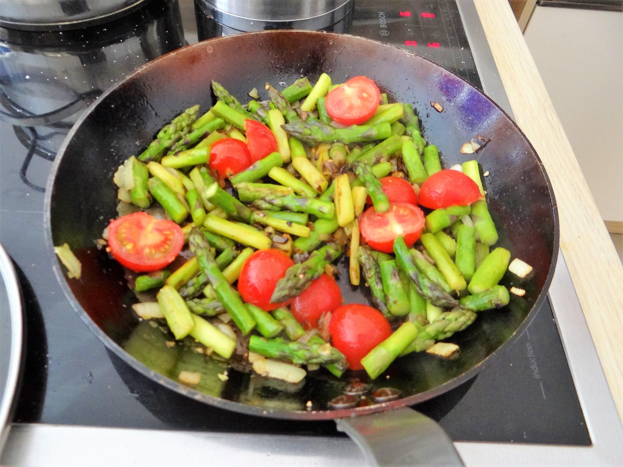 Spargel Omlett,gemischter Salat (10)