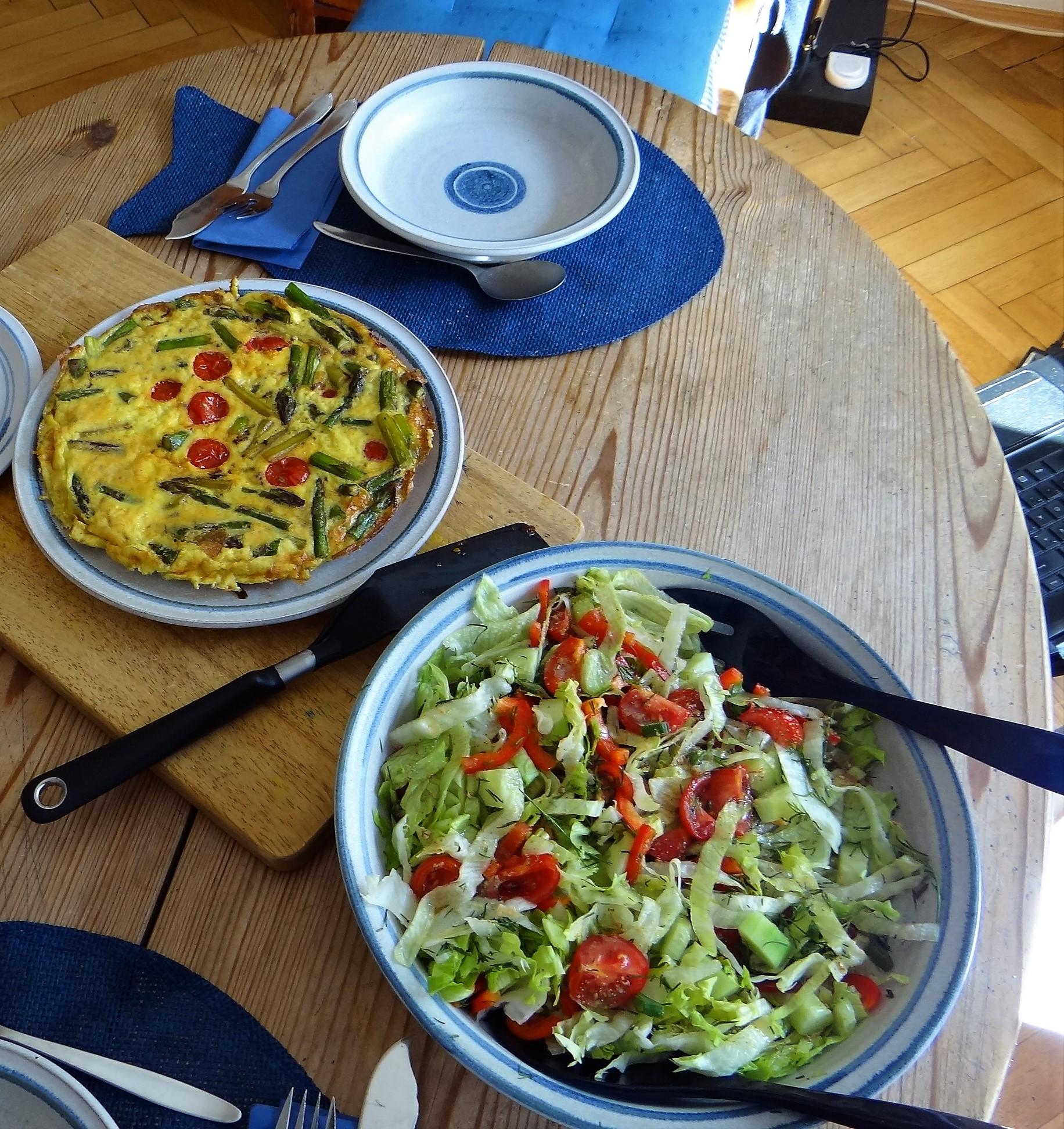 Spargel Omlett,gemischter Salat (2)