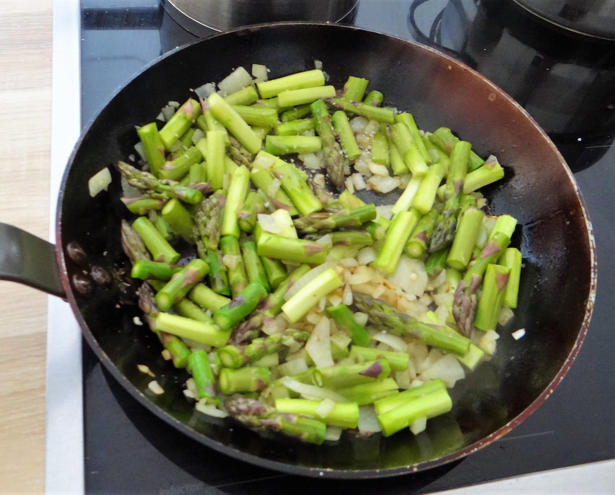 Spargel Omlett,gemischter Salat (8)