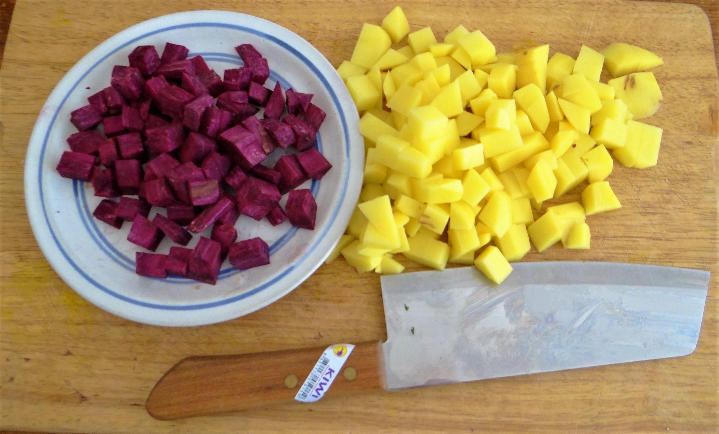 Zucchini Pfanne,Rohgebratene Kartoffeln,Pimientos,Obstsalat (13)