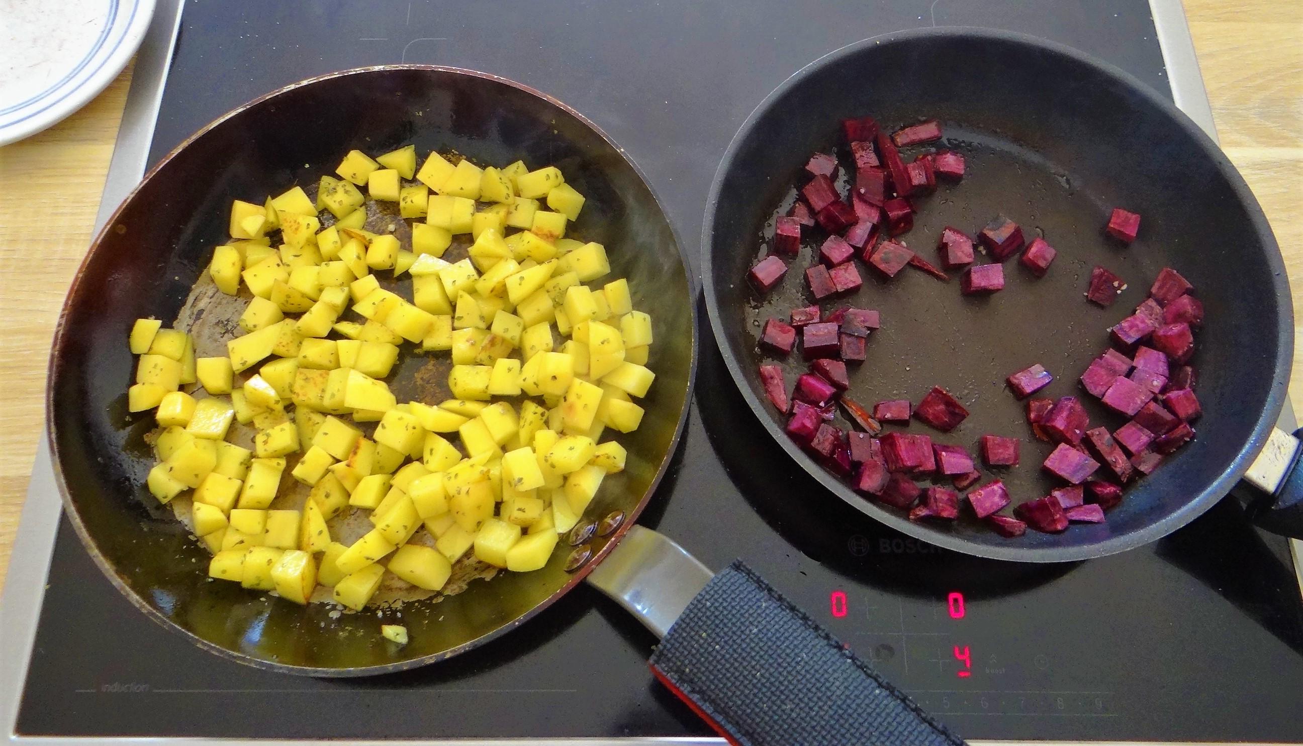 Zucchini Pfanne,Rohgebratene Kartoffeln,Pimientos,Obstsalat (14)