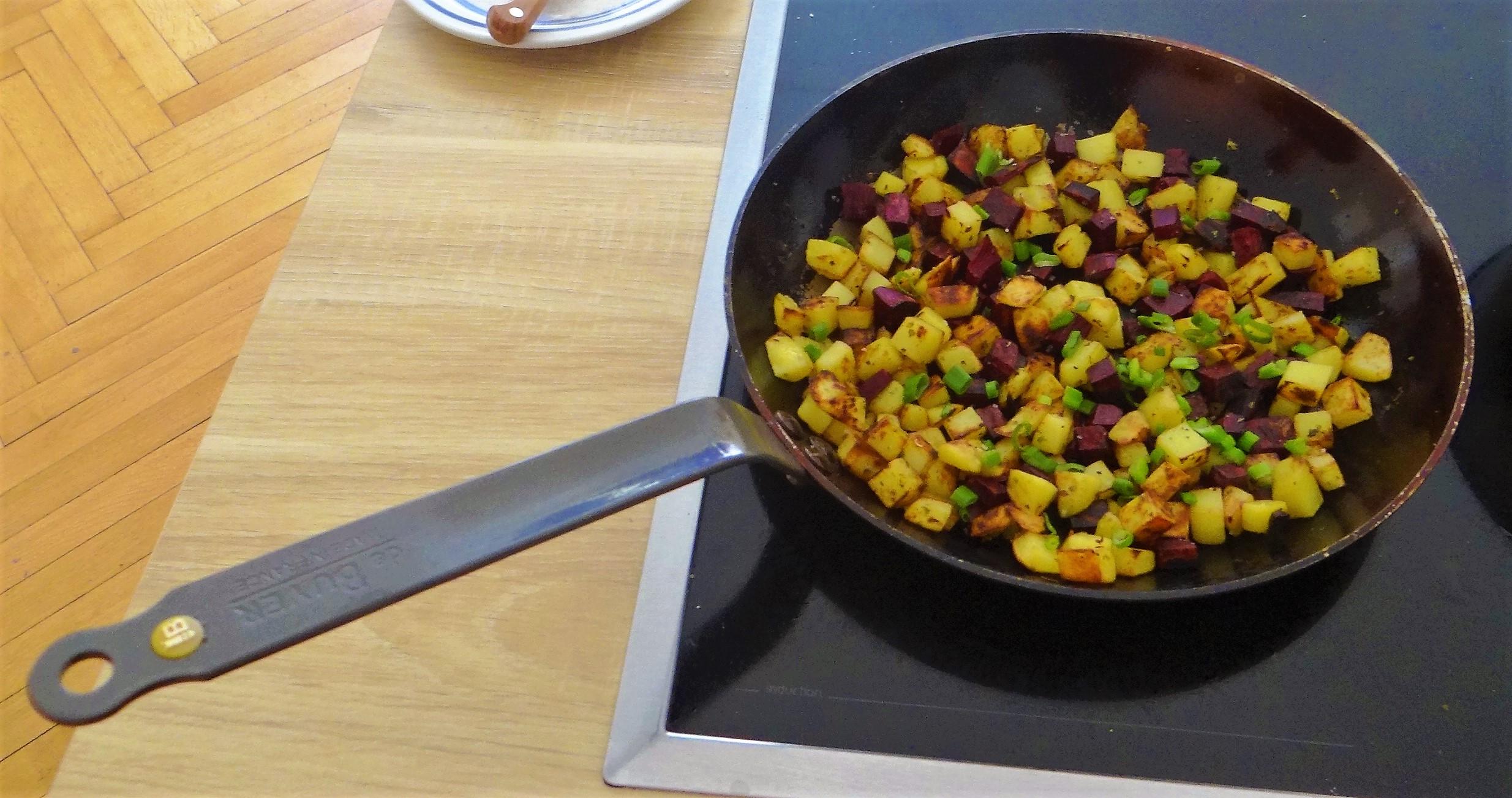 Zucchini Pfanne,Rohgebratene Kartoffeln,Pimientos,Obstsalat (16).JPG