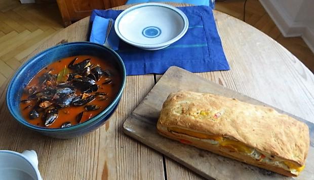 Muscheln in Tomatensauce und Paprikabrot (24)
