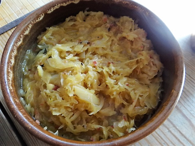 Schweinebauch Roulade mit Sauerkraut und Kartoffelstampf (14)