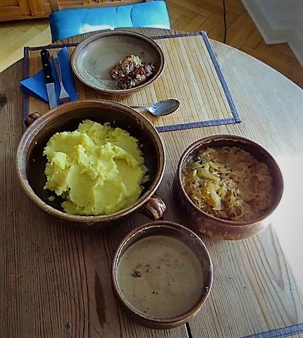 Schweinebauch Roulade mit Sauerkraut und Kartoffelstampf (17)