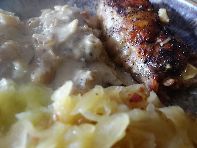 Schweinebauch Roulade mit Sauerkraut und Kartoffelstampf (3)