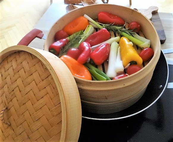 Kartoffel Zoodles, Gemüse im Gärkorb, Ajvar Feta Creme, Guacamole (13)