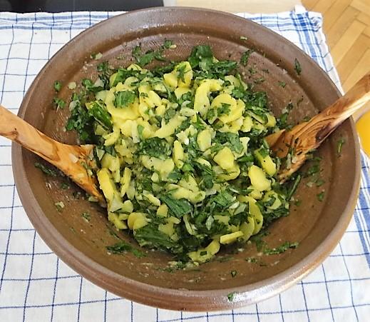 Kartoffelsalat mit Bärlauchund pochierten Eiern (4)