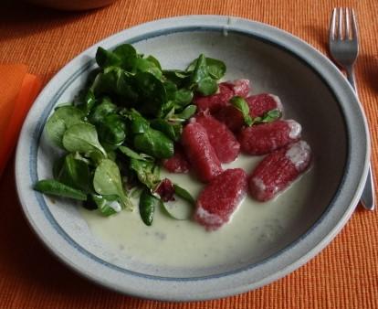 Rote Bete Gnocchis,Gorgonzola Sauce, Feldsalat (17)