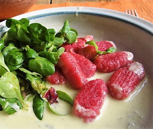 Rote Bete Gnocchis,Gorgonzola Sauce, Feldsalat (3)