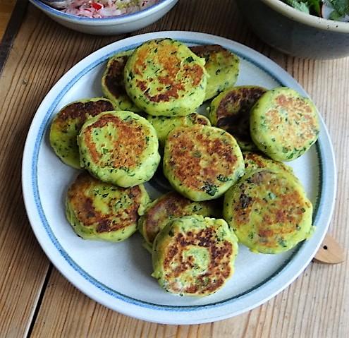 Kartoffeltaler mit Guacamole und Wildkräutersalat (21)