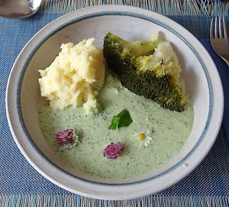 Wildkräutersauce ,Kartoffelstampf,Brokkoli (2)