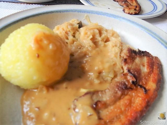 Bauchfleisch,Klöße,Sauerkraut,Zwiebelsoße, (1)