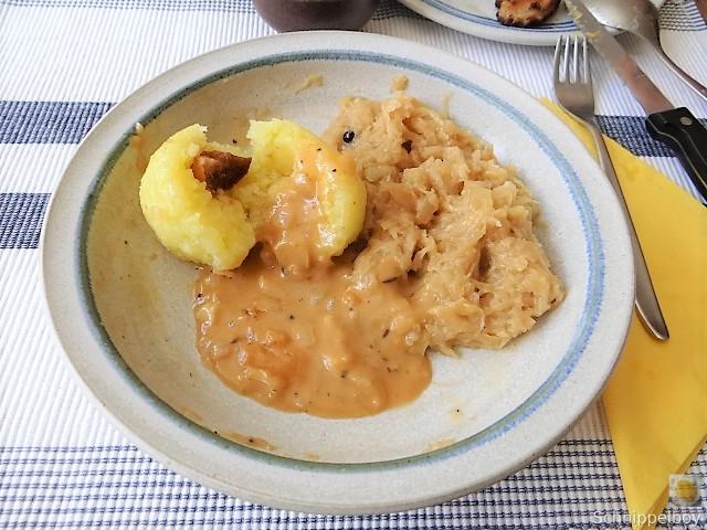 Bauchfleisch,Klöße,Sauerkraut,Zwiebelsoße, (2)