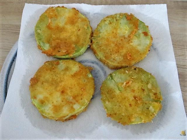 Frittierte Zucchini mit Gorgonzolasauce (21)