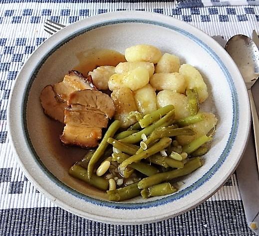 Bauchfleisch,Gnocchis,Bohnensalat (1)