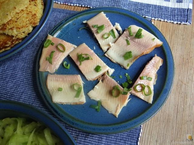 Kartoffelpuffer,geräucherteForelle,Weißkohlsalat,Nchtisch (24)