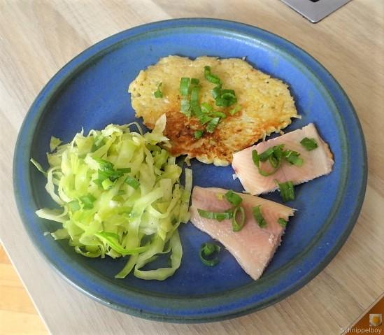 Kartoffelpuffer,geräucherteForelle,Weißkohlsalat,Nchtisch (3)