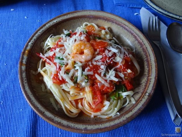Nudeln mit Tomatensauce (3)