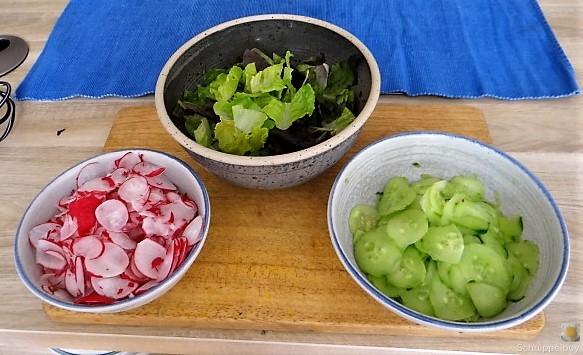 Süßkartoffel und Zucchini aus dem Ofen mit Salaten (12)