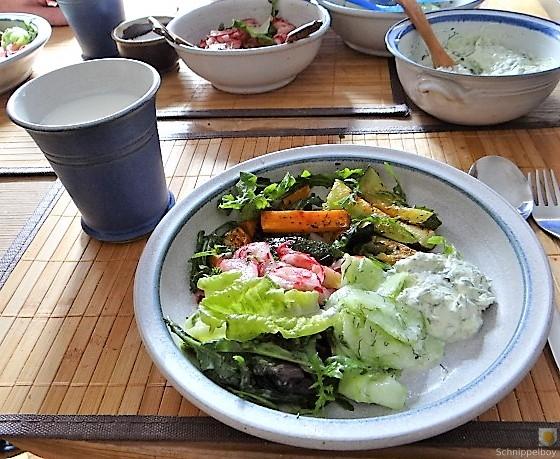 Süßkartoffel und Zucchini aus dem Ofen mit Salaten (16)