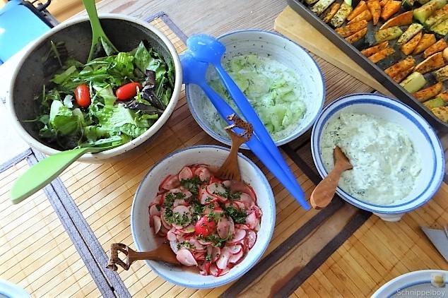 Süßkartoffel und Zucchini aus dem Ofen mit Salaten (4)