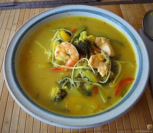 Scharf-Saure Gemüsesuppe mit Garnelen und Lachs (1)