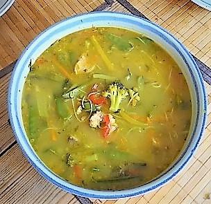 Scharf-Saure Gemüsesuppe mit Garnelen und Lachs (18).jpg