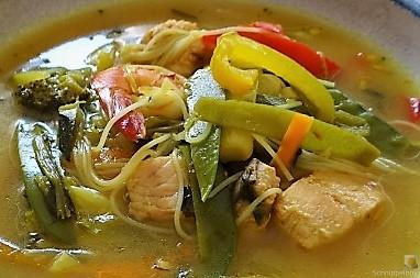 Scharf-Saure Gemüsesuppe mit Garnelen und Lachs (3)