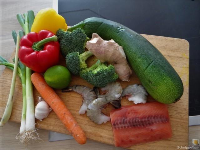 Scharf-Saure Gemüsesuppe mit Garnelen und Lachs (7).JPG