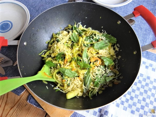 Zucchini,Mangold und Reste vom Vortag (13).JPG