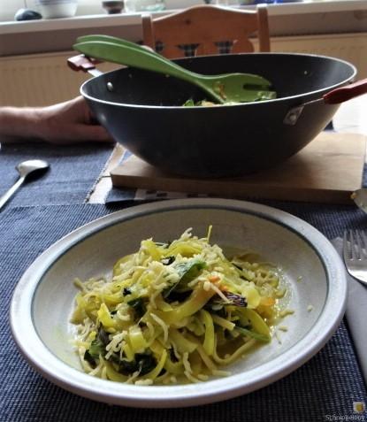 Zucchini,Mangold und Reste vom Vortag (15)