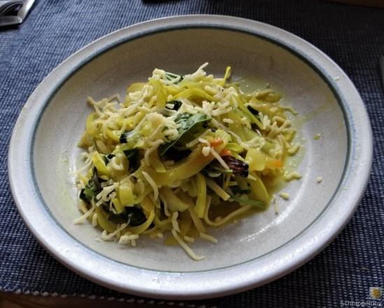 Zucchini,Mangold und Reste vom Vortag (16)