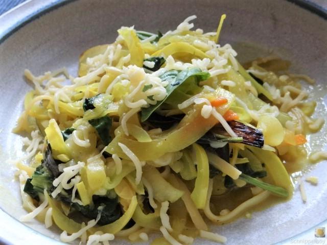 Zucchini,Mangold und Reste vom Vortag (2)