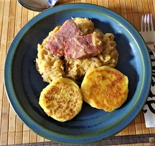 Sauerkraut, Kartoffeltaler, Kassler, (1)