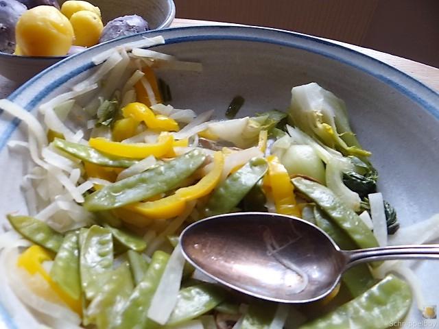Gedämpftes Gemüse,Käsesauce, Blaue Kartoffeln (4)