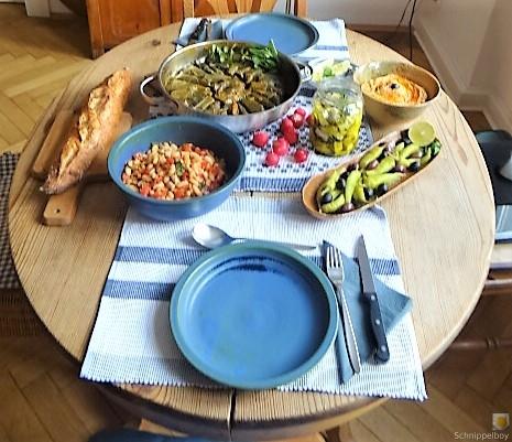 Gefüllte Weinblätter, Bohnensalat, Humus,. (46)