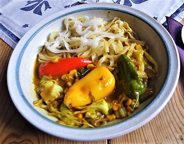 Gemüse in Kokosmilch und Reisnudeln (1)