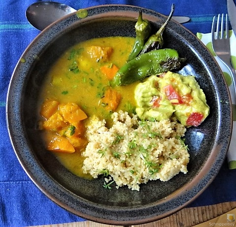 Kürbiscurry,Couscous, Guacamole,Salat (2)