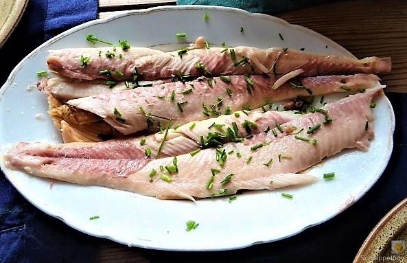 Kartoffelsalat mit frisch geräucherter Forelle (3)