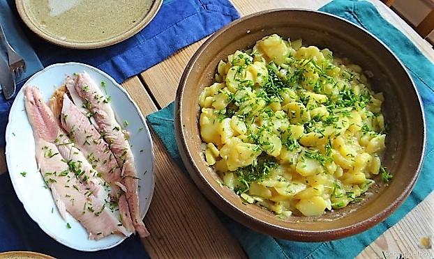 Kartoffelsalat mit frisch geräucherter Forelle (5)
