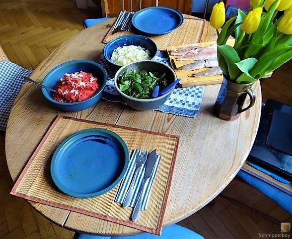 Kartoffel-Rote Bete Brei,Forelle,Makrele,Meerrettich Dip, Salate (17)