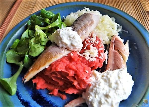 Kartoffel-Rote Bete Brei,Forelle,Makrele,Meerrettich Dip, Salate (19)