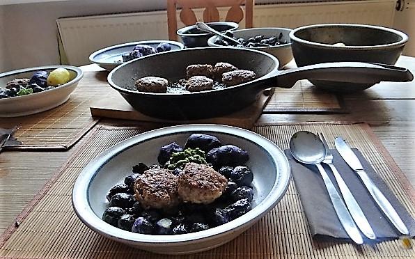 Lila Kohlröschen,Frikadellen, Kartoffeln (16)