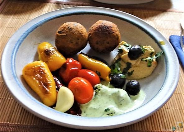 Falafel, Hummus, Gemüse, (22)